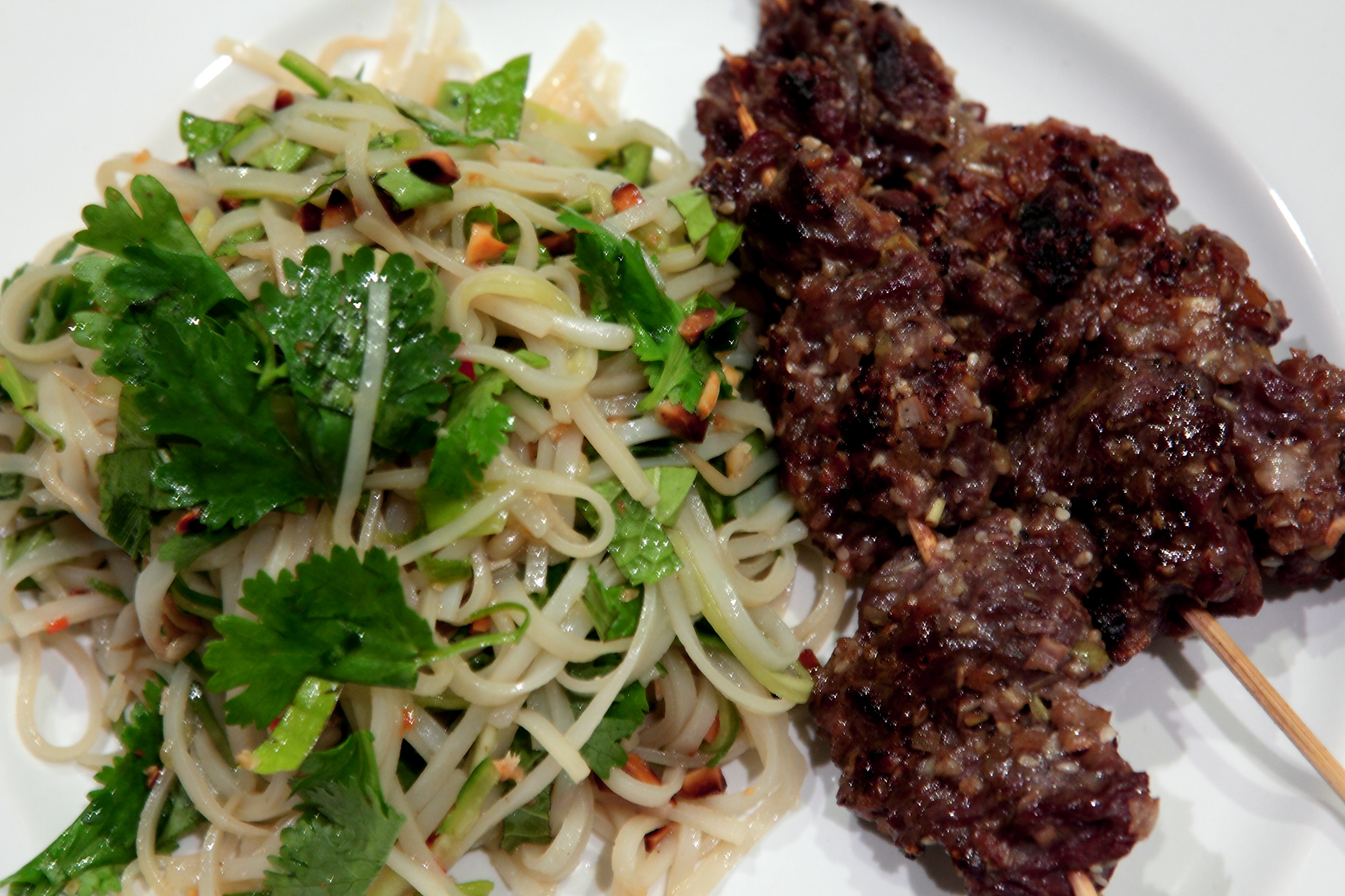 Lemongrass Beef and Asian Green Noodle salad | The Fussy Duck